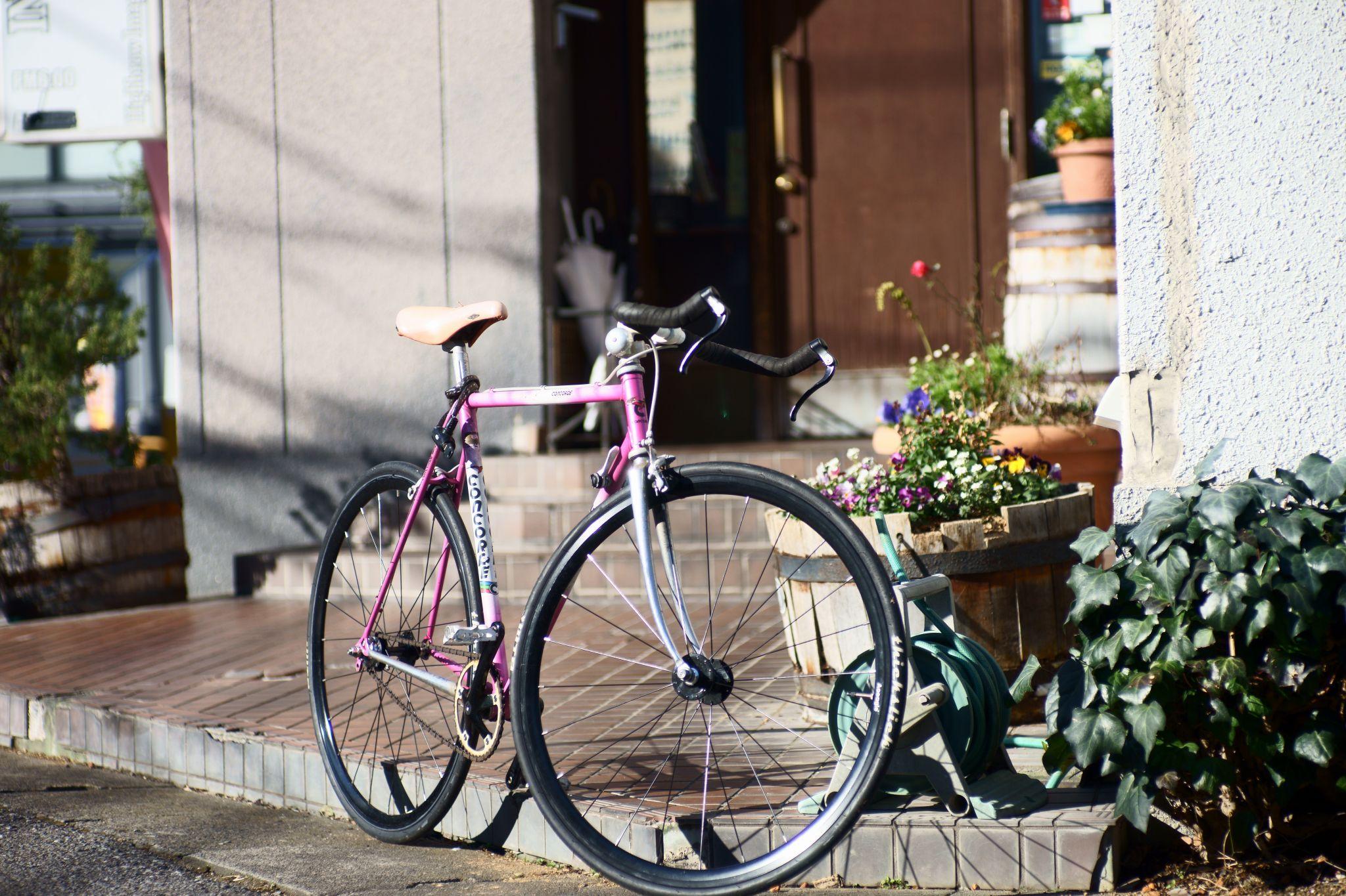 Zuiko 85mm F2 で自転車